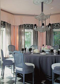Gradations of gray, mixed with off white, black, and pale pink in this Hollywood Regency-meets-Chinoiserie dining space by Mary McDonald. Mary Mcdonald, Hollywood Homes, Chinoiserie Chic, Drapes Curtains, Valances, White Walls, Pink Grey, Pale Pink, Window Treatments