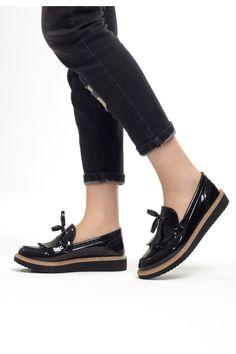 lizet-siyah-rugan-puskullu-bayan-ayakkabi