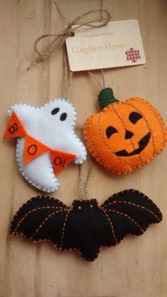 Set of 3 felt Halloween hanging decoration, tree ornament by GinghamFlower on Etsy https://www.etsy.com/listing/234137428/set-of-3-felt-halloween-hanging