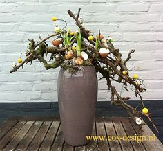 An example of a floral worshop we will give in March. An example of a floral worshop we will give in March. Diy Flowers, Flower Decorations, Happy Easter, Spring Time, Art Lessons, Floral Arrangements, Diy And Crafts, Floral Design, Centerpieces