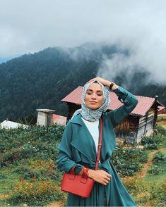 Read Karakterler ( Düzenlendi ) from the story 2 Doktor 1 Polis by with reads. Hijab Chic, Casual Hijab Outfit, Street Hijab Fashion, Muslim Fashion, Modest Fashion, Modest Dresses, Modest Outfits, Beau Hijab, Hijab Mode