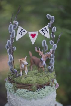 deer and bunting cake topper #caketopper #cakebanner #weddingchicks http://www.weddingchicks.com/2014/02/26/fun-and-feisty-forest-wedding/