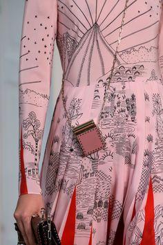 Valentino at Paris Fashion Week Spring 2017 - Details Runway Photos Fashion Week Paris, Runway Fashion, Fashion Art, High Fashion, Fashion Show, Fashion Design, Fashion Textiles, Fashion Weeks, London Fashion