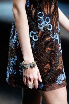 Roberto Cavalli Fall 2015 Ready-to-Wear Collection - Vogue Fashion Themes, Fashion Colours, Fashion Art, Fashion Show, Roberto Cavalli, Dali, Barbeau, Couture Details, Fashion Details