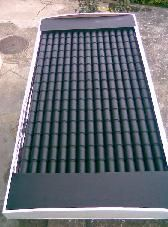 Woodworking Ideas House DIY solar heater panel made from beer or soda cans.Woodworking Ideas House DIY solar heater panel made from beer or soda cans. Cheap Solar Panels, Solar Energy Panels, Solar Panels For Home, Best Solar Panels, Solar Thermal Panels, Solar Panel System, Panel Systems, Solaire Diy, Alternative Energie