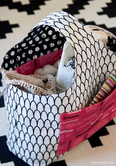 FREE Reversible Box Tote Pattern - ahh I love this! I want this for crafting stuff Tote Pattern, Purse Patterns, Sewing Patterns Free, Free Sewing, Quilt Patterns, Wallet Pattern, Sewing Hacks, Sewing Tutorials, Sewing Crafts