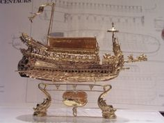 Exclusive, Luxurious, Unique. Bucintoro Gold Ship of Doge! Model Ship Bucentaur completely handmade 18 kt gold by E. Giorgio Berto Goldsmith in Venice of Dogale jewellery Laboratory 705 grams of gold 18 kt ship over 42 Total oars of the ship 281 hours of work for the construction (excluding hours of precision casting and sculpture) 112 statues of decorum 200 mm in length 60 millimeters of width 70 millimeters of the maximum 6.5 oar length in centimeters 2001 year of construction
