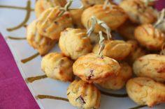 Des petites madeleines que j'ai servi à Noël à l'apéro... un vrai régal.. je ne peux que vous conseiller de les tester.. ;) C'est parti pour la recette... Ingrédients pour 28 mini madeleines : 55g de polenta pré-cuite 40g de parmesan râpé 20g de beurre... Polenta, Mini Madeleines, Pate A Cake, Shrimp, Garlic, Potatoes, Meat, Vegetables, Healthy