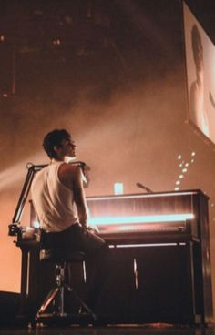 Shawn Mendes the tour piano Shawn Mendes Fotos, Shawn Mendes Tour, Shawn Mendes Imagines, Tarzan, Fangirl, Shawn Mendas, Canadian Men, Mendes Army, Edie Campbell
