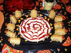 Bugs in a blanket are cute as can be, super easy to make, and kids love them. These are great finger foods to have at a Halloween party o. Halloween Fingerfood, Fingerfood Party, Halloween Food For Party, Halloween Treats, Happy Halloween, Bug Party Food, Bug Food, Finger Foods For Kids, Party Finger Foods