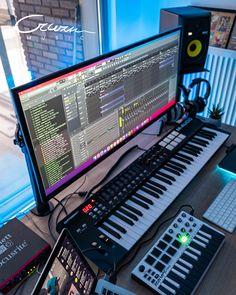 Music Recording Studio, Audio Studio, Music Studio Room, Gamer Setup, Pc Setup, Home Music Rooms, Home Studio Setup, Studio Living, Music Artists