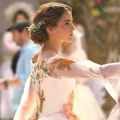 "Emma Watson as Belle, ""Beauty and the Beast"" Emma Watson Model, Emma Watson Linda, Emma Watson Style, Bella Disney, Disney Princess, Emma Watson Beautiful, Flowery Dresses, Disney Beauty And The Beast, Emma Watson Beauty And The Beast"