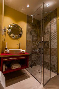 Take me back to the 😍✨ So sehen unsere 𝐑𝐞𝐭𝐫𝐨 𝐁𝐚𝐝𝐞𝐳𝐢𝐦𝐦𝐞𝐫 aus. Design Hotel, Eden Park, Das Hotel, Retro, Modern, Mirror, Home Decor, Cosy Room, Round Bathroom Mirror