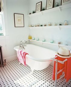 Clawfoot Tub design ideas and photos to inspire your next home decor project or remodel. Check out Clawfoot Tub photo galleries full of ideas for your home, apartment or office. Bad Inspiration, Bathroom Inspiration, Interior Inspiration, Antique Bathtub, Clawfoot Bathtub, Vintage Bathtub, Bathtub Decor, Bathroom Vintage, Bathroom Photos