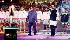 Hrithik Roshan Sings National Anthem in Pro Kabaddi League 2016