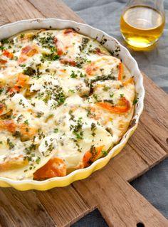 Geniet van deze Aardappelgratin met koolrabi en paprika uit het kookboek 'Eet wat bij je past' van Christine Tobback. Lees het recept hier http://www.wpg.be/dagenzondervlees2