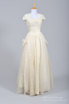 1950's Ecru Lace Vintage Wedding Gown : Mill Crest Vintage