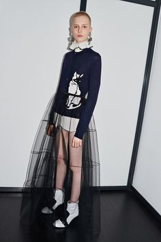 See the complete MSGM Pre-Fall 2016 collection. Fashion Art, Love Fashion, Runway Fashion, High Fashion, Fashion Show, Fashion Design, Fashion Trends, Fall Fashion 2016, Shooting Photo