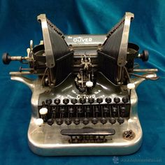 ANTIGUA MAQUINA DE ESCRIBIR DE 1916 OLIVER Nº 5 COMPLETA DE COLECCION Vintage Antiques, Vintage Items, Heroic Age, Writing Machine, Old Stove, Radio Antigua, Antique Typewriter, Metal Detecting, Old Tools