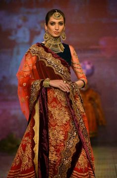 Tarun Tahiliani pulls out a black swan at India Bridal Fashion Week 2014
