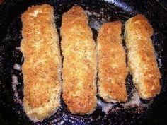 Фото к рецепту: Куриные рулетики с грибами и сыром в сметанном соусе