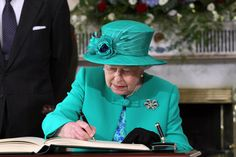 Queen Elizabeth in Ireland wearing one of the bow brooches