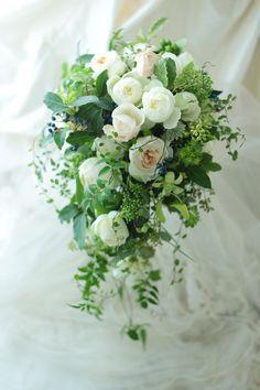 セミキャスケードブーケ 高輪教会様へ クラシカル&ナチュラル : 一会 ウエディングの花