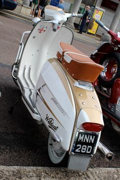 Retro Scooter, Scooter Custom, Lambretta Scooter, Scooter Motorcycle, Motorcycle Shop, Vespa Scooters, Motorcycle Outfit, Px 125 Vespa, Italian Scooter