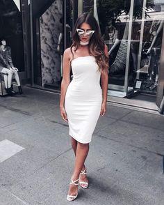 """""""De hoje, com esse vestido impecável da @lawrencestore. Que modelagem ❤️ mostrei todos os looks que usei no evento, lá no snapchat: victoriarrochaa"""""""