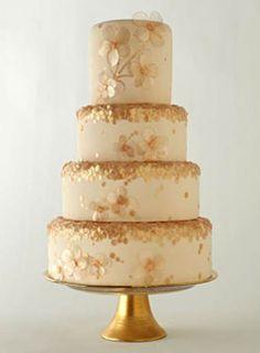 Casamento Real, é como descrevemos um casamento com o uso das cores branco e dourado, no nosso painel de hoje mostramos como o dia do casamento pode se transformar num verdadeiro dia de rainha!  Fonte: Pinterest