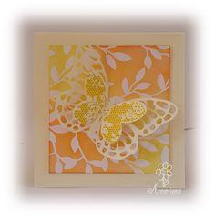 Kaart, achtergrond papier Stampin'Up! Irresistibly yours bewerkt met 2 kleuren Distress Ink. Vlinders Stampin'Up! Butterfly Basics en Butterflies Thinlits Dies