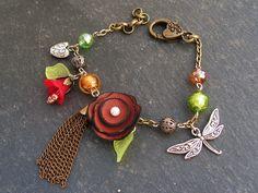 bracelet libellule fleur marron cuir , perles de verre feuille d'argent et perles de cristal : Bracelet par lilicat