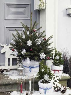 Auch Ihr Garten oder Ihre Terrasse möchte zu X-mas festlich dekoriert sein. Ideen für eine bezaubernde Weihnachtsdeko für außen gibt's hier.