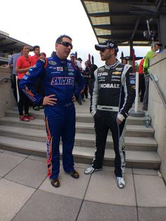 Two fast guys @IMS, @KyleBusch and @JimmieJohnson, sharing strategy before driver intros. #NASCAR pic.twitter.com/NF2ExWR6G0