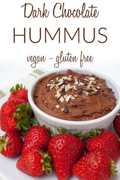 dessert hummus Dark Chocolate Hummus (vegan, gluten free) - This healthy dessert dip combines two great snacks into one. It can be used as a frosting or eaten by the spoonful! Only 5 mi Dessert Dips, Dessert Hummus Recipe, Quick Healthy Desserts, 5 Minute Desserts, Nutella, Chocolate Hummus, Baking Chocolate, Strawberry Oatmeal Bars, Brunch