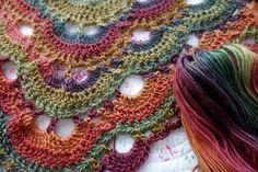 Crochet Shawl Connie's written-out pattern for the Virus Shawl Crochet Motifs, Knit Or Crochet, Crochet Scarves, Crochet Crafts, Crochet Clothes, Crochet Hooks, Crochet Projects, Free Crochet, Crochet Patterns