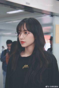 Kpop Girl Groups, Kpop Girls, Arte Fashion, Cheng Xiao, Cute Glasses, Female Character Inspiration, Cosmic Girls, Kpop Outfits, Kawaii