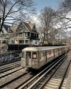 Looking up the tracks of the Brighton Beach Line. New York Subway, Nyc Subway, Brooklyn Image, New York City Pictures, Metro Rail, Buses And Trains, Brighton, Manhattan, Illustrators