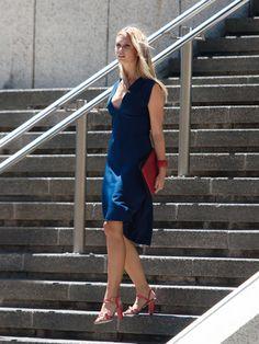 Kleid - tiefer V-Ausschnitt