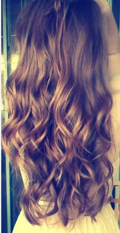 i want to go my hair out this long, its so pretty ♥