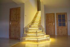 Využite svetelné LED pásiky a vytvorte si originálne podsvietené schodisko. V dome dosiahnete príjemnejšie prostredie a moderný vzhľad. #schody #schodisko #byvanie #inspiracia #rodinnydom #modernebyvanie #interier #dizajninterieru #modernebyvanie #ytong #stavebnymaterial Led, Stairs, Home Decor, Dekoration, Interior, House, Stairway, Decoration Home, Room Decor