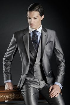 Fashion Two Button terno masculino Grey Groom mens suit Tuxedos costume homme Wedding Prom Suits for men (Jacket+Pants+Vest) Grey Suit Wedding, Wedding Men, Wedding Dinner, Wedding Tuxedos, Prom Suits For Men, Mens Suits, Suit Men, Outfits Casual, Mode Outfits