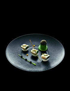 Marinated Scallps and Kabu Turnips -  Noix de Saint-Jacques Marinées, navet kabu au cédrat #plating #presentation