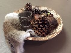Entry Tables, Natural Christmas, Wooden Bowls, Sober, Natural Materials, Dried Flowers, Centerpieces, Ideas, Cottage