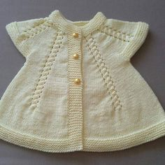 This Pin was discovered by Auš Baby Knitting Patterns, Baby Cardigan Knitting Pattern, Knitted Baby Cardigan, Knit Baby Sweaters, Knitting For Kids, Easy Knitting, Baby Patterns, Baby Outfits, Knit Stitches For Beginners