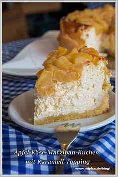 Dieses Rezept für einen kleinen Apfel-Käsekuchen mit einem Boden aus Mürbteig, belegt mit Marzipan und einer leckeren Quarkfüllung ist wirklich lecker. Das Topping besteht aus karamellisierten Äpfeln. Für eine Springform von ca. 18-20 cm im Durchmesser. Ein Genuss zum Kaffee! Drink Menu, Food And Drink, Kitchen Ornaments, Drinks Logo, Cake Factory, Summer Recipes, Vanilla Cake, Bakery, Cheesecake