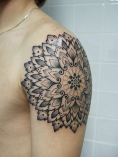 #Shoulder #mandala #Tattoo (Weird Designs)
