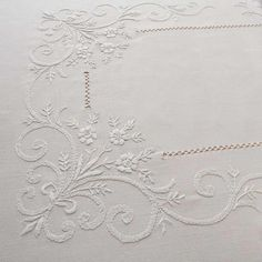 Table runner with embroidery f Hardanger Embroidery, Silk Ribbon Embroidery, White Embroidery, Embroidery Patterns Free, Hand Embroidery Designs, Embroidery Stitches, Drawn Thread, Linens And Lace, Heirloom Sewing