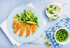 Cambiar tan solo un ingrediente hará que tu pechuga empanizada pase de ser un gustito que te puedes dar poco, a un básico de tu vida healthy.