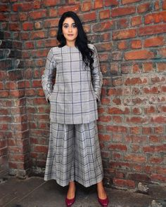 Kurta Designs Women, Salwar Designs, Blouse Designs, Designer Party Wear Dresses, Indian Designer Outfits, Frock Fashion, Fashion Dresses, Simple Outfits, Simple Dresses